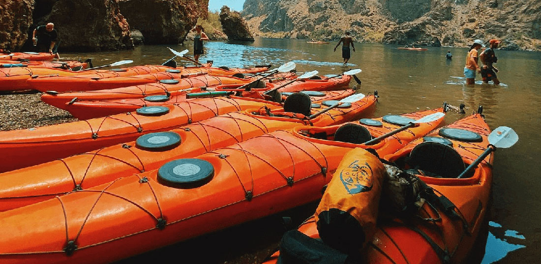 What is a Kayaking Tour?